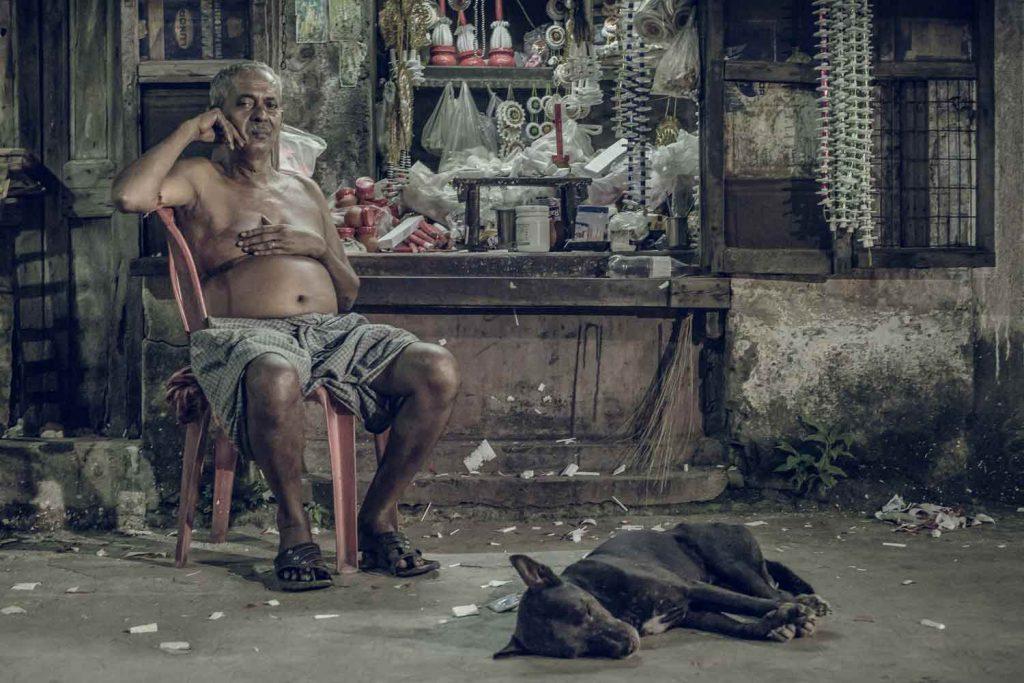 kolkata-travel-photography-vacations-sleepingdogs1500